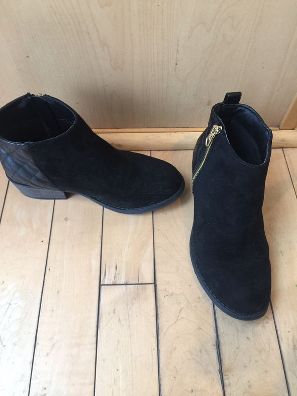 554cc7fe2a2 Girls Size 2 Steve Madden Ankle Boots for Sale in Tacoma, WA - OfferUp