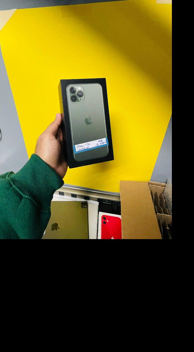 iPhone 11 Pro Green 64gb Unlocked (Finance for $80 down, no credit needed and take home today) (3 months no interest) $725