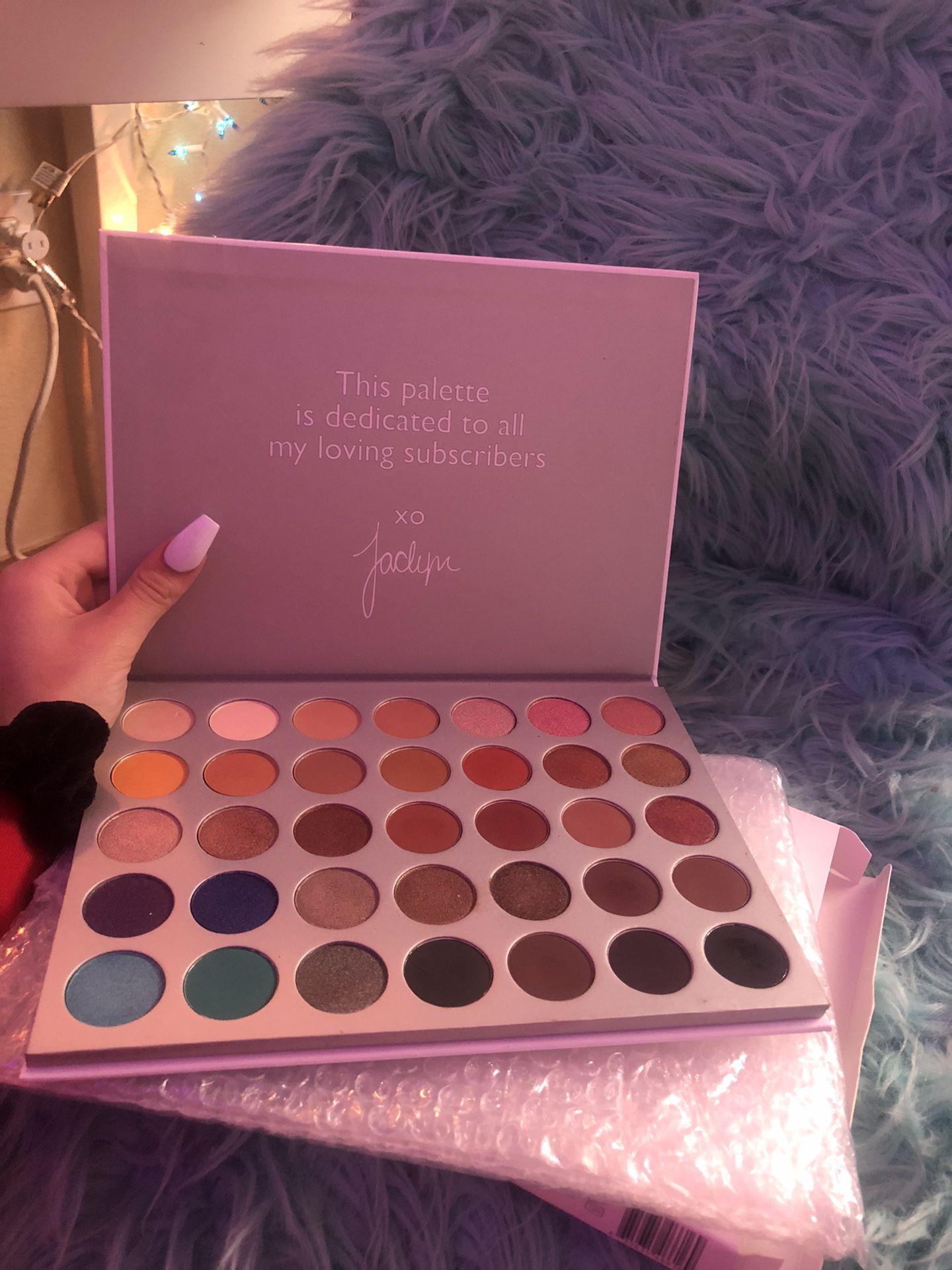 Makeup palette/ Jocelyn Hill