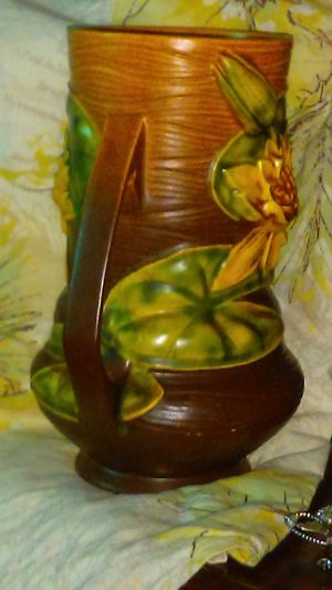Beautiful Roseville Pottery Vase Water Lily Pattern 76 8 For Sale