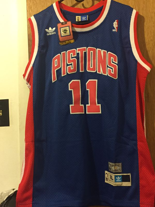 wholesale dealer d15b2 f277e Throwback Isaiah Thomas Jersey for Sale in Waukegan, IL - OfferUp