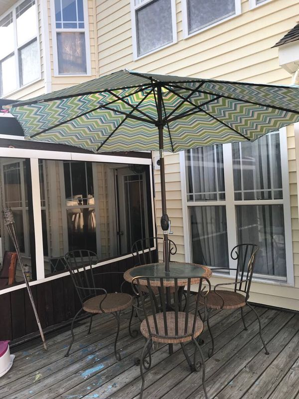 Patio 5 piece umbrella set for Sale in Raleigh, NC - OfferUp
