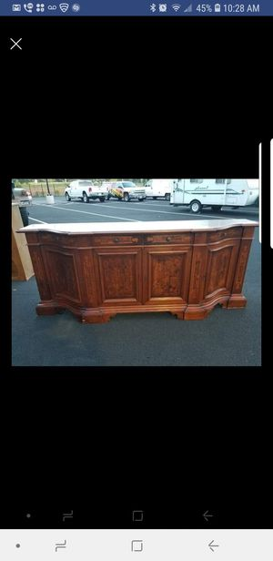 8ft long buffet server comes with key. In excellent condition for Sale in Aldie, VA
