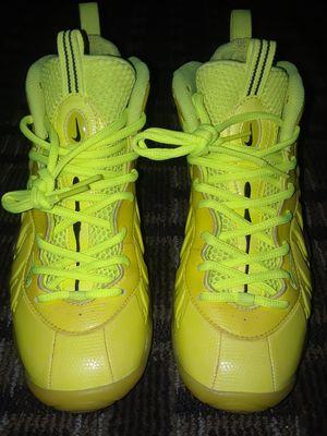 3398ec325425c Nike little posite pro grade school volt volt -black sz 6.5 for Sale in