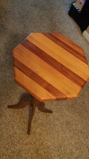 Wood Accent Table Decorative, Excellent Condition for Sale in Dublin, OH