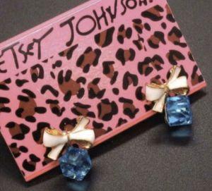 Photo ❤️Betsey Johnson Blue square crystal bow Earrings