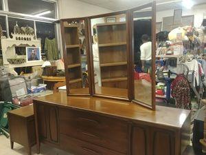 Dresser with night stand for Sale in Waynesboro, VA