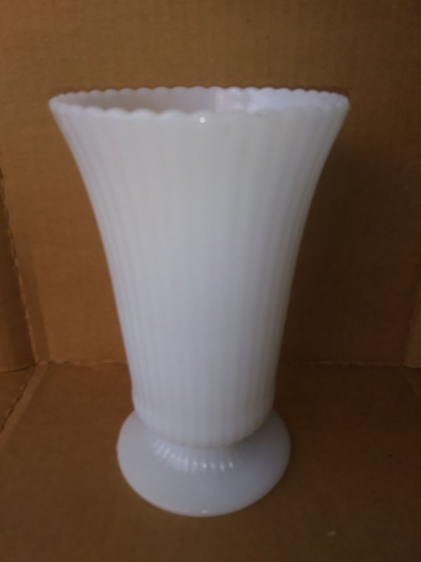 Vintage Eo Brody Co White Milk Glass Ribbed Pedestal Vase M5000