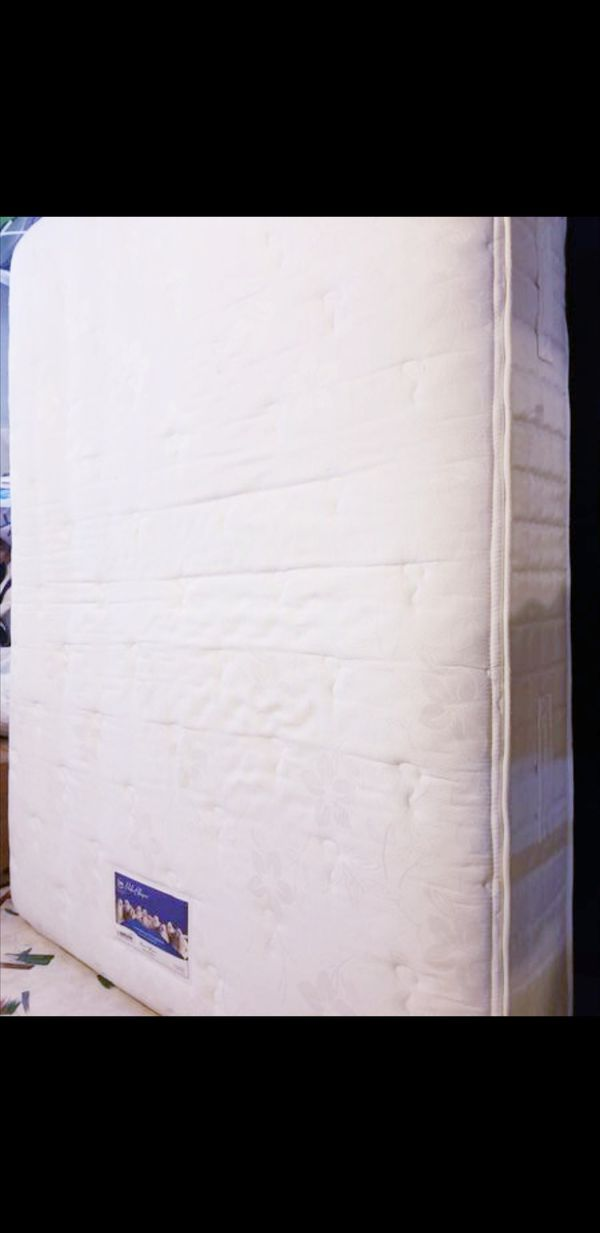 Very Nice Queen Serta Mattress And Stearns Foster Boxspring For