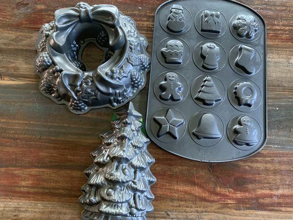 Christmas baking pans for Sale in Hampton, VA - OfferUp