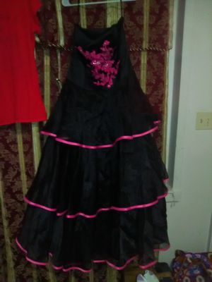 Photo It's a black and pink prom dress size 14 serious inquiries only Glasgow area
