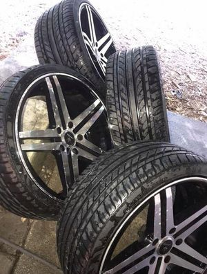 19 in. Chrome Star Wheels & Tires for Sale in Hyattsville, MD