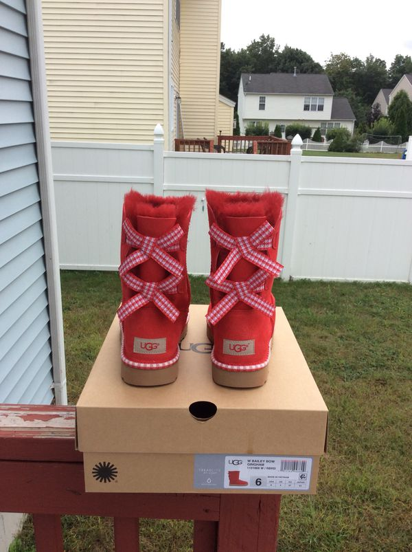 3a5dd624692 Ugg Bailey Bow Gingham for Sale in Worcester, MA - OfferUp