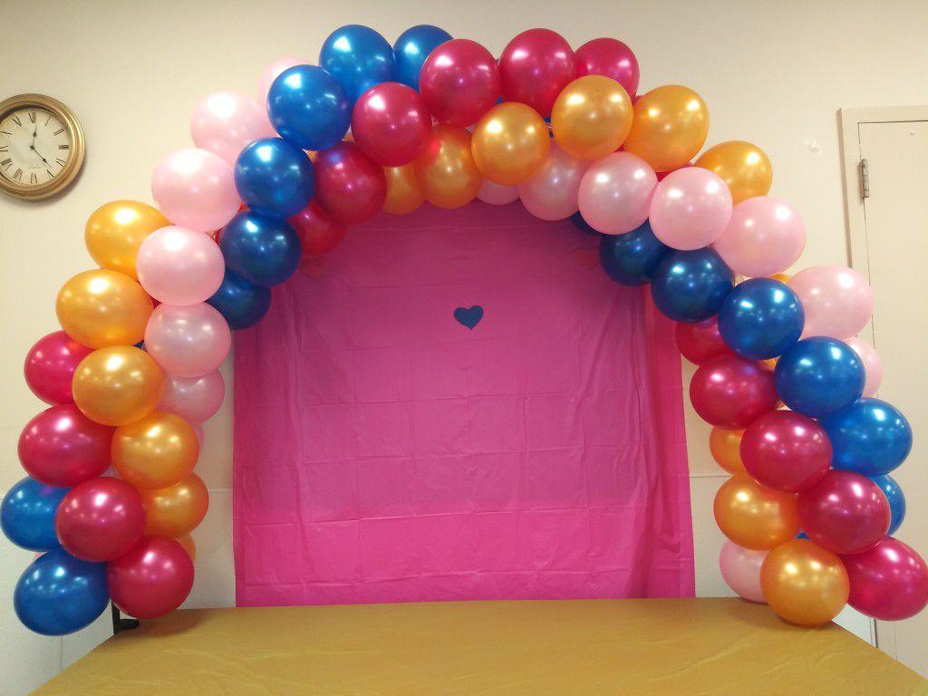 Spiral table balloon arch
