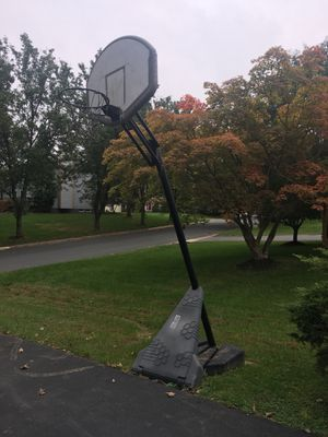 Basketball Hoop (FREE TO TAKE) for Sale in Gaithersburg, MD