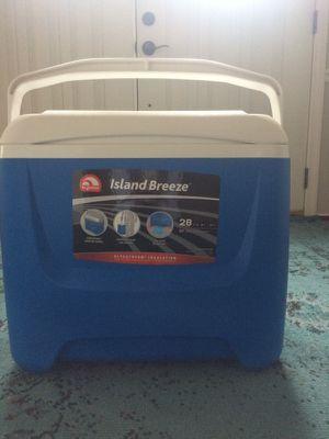 Igloo island breeze blue 28 quart cooler for Sale in Fairfax Station, VA