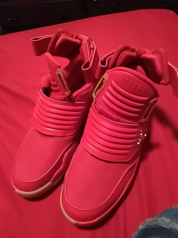 0cedd12434bd00 JORDAN (Generation 23) Shoes Gym Red Metallic Gold Rouge Gym Or Metallique  Size (8) Brand NEW.