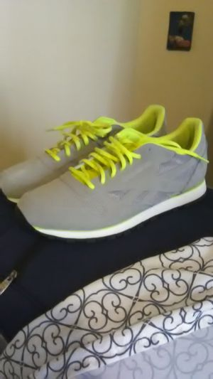 Men's Grey Reebok Size 11.5 for Sale in MIDDLE CITY EAST, PA