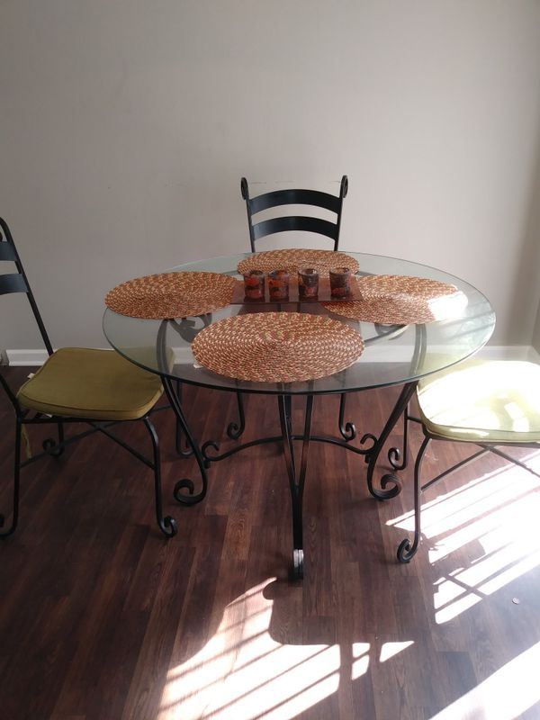 5 pc Table set! $100 OBO . PICK UP TODAY!!! for Sale in Conyers, GA ...