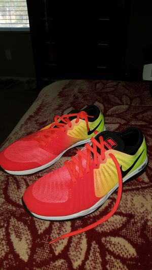 Size 6 Nike running shoes for Sale in Turlock, CA