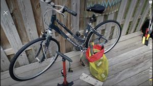 Giant Cypress Hybrid bike for Sale in Chantilly, VA