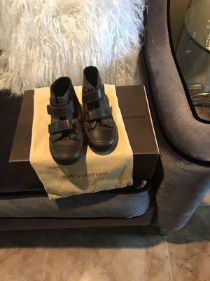 Louis Vuitton authentic boy size 9 slightly used for Sale in North Miami, FL