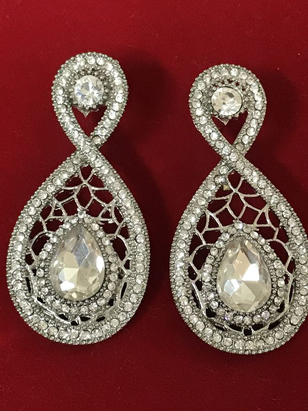 and diamond ethnic floral beautiful earrings dropping