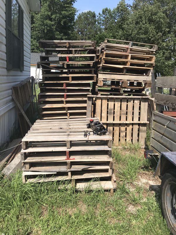 Pallets around 40-60 pallets for Sale in Benson, NC - OfferUp