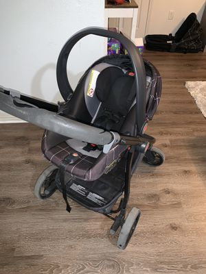 Photo Baby stroller, car seat, bassinet & car base package (Not for individual sale)