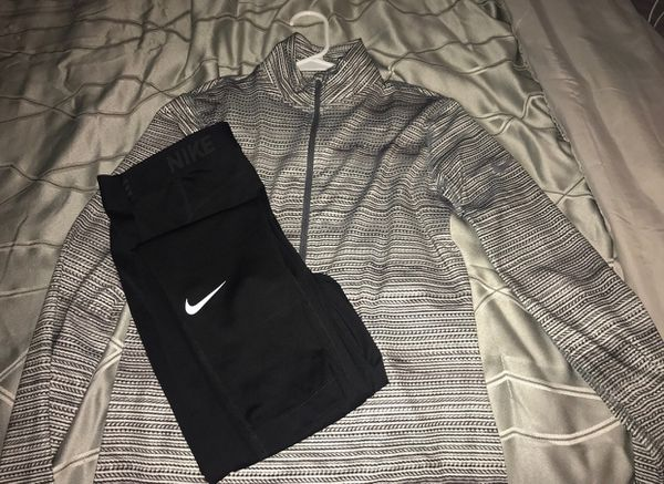 Size Medium Women s Nike Jogging suit (Clothing   Shoes) in Indianapolis 646f413fb