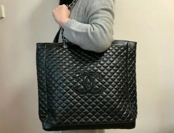 a8cee14404c9 Authentic CHANEL VIP Gift Tote Handbag for Sale in Los Angeles, CA ...