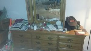 Dresser with 3pc mirror for Sale in Midlothian, VA