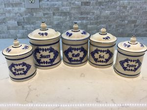 Photo Vintage French kitchen canisters