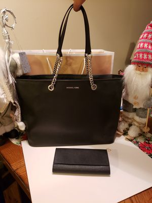 Purse Michael kors authentic with wallet 🎅🎅🎁🎁🎄🎄🎄 for Sale in Garden Grove, CA