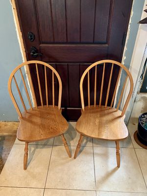 Photo Pick up today 2 solid wood chairs for $30,