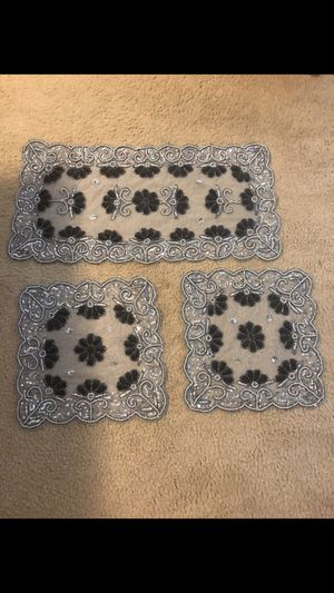 Brand new 3 pieces table mats hand made gray sequins and beads check out my other items on this page interested pm me pick up in Gaithersburg md 20877 for Sale in Gaithersburg, MD