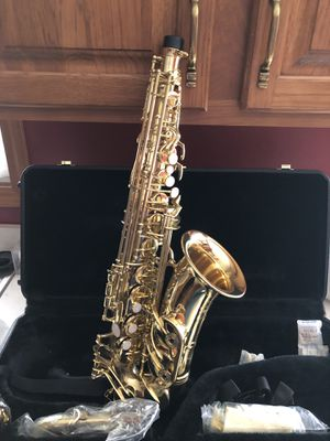 New saxophone with carrying case for Sale in Goshen, IN