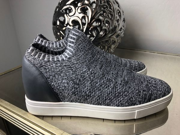 eec5f8d7105 Steve Madden Sly Hidden Wedge Knit Sneaker Women s Size 7.5 (Clothing    Shoes) in Tolleson