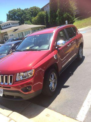JEEP 2012 automatico 4x4 140 mil millas for Sale in Alexandria, VA
