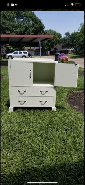 Photo Antique white dresser