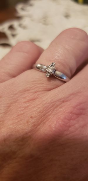 Photo 10 k diamond ring
