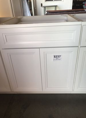 """27 in Base White Shaker Kitchen Cabinet #B27 *Soft Closing Door and Drawer* 27"""" x 24"""" x 34.5"""" for Sale in Phoenix, AZ"""