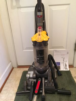 Dyson DC33 Upright Bagless Vacuum for Sale in Chantilly, VA