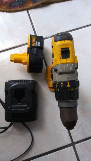dewalt hammer drill used but in excellent condition with an almost new battery ,and charger used its price is firm do not make me offers for Sale in Kissimmee, FL