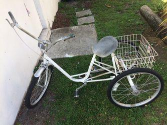MIAMI SUN ☀️ 3 wheels bike works great Thumbnail