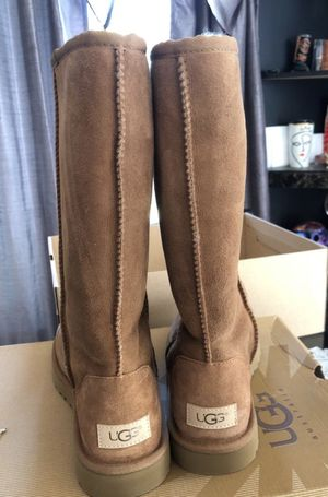 Ugg classic II tall for Sale in Bakersfield, CA