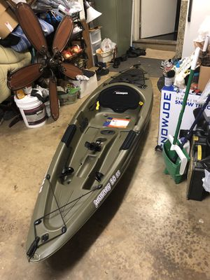 Sun Dolphin journey 10 SS. 10 ft sit on top kayak with paddle for Sale in Herndon, VA