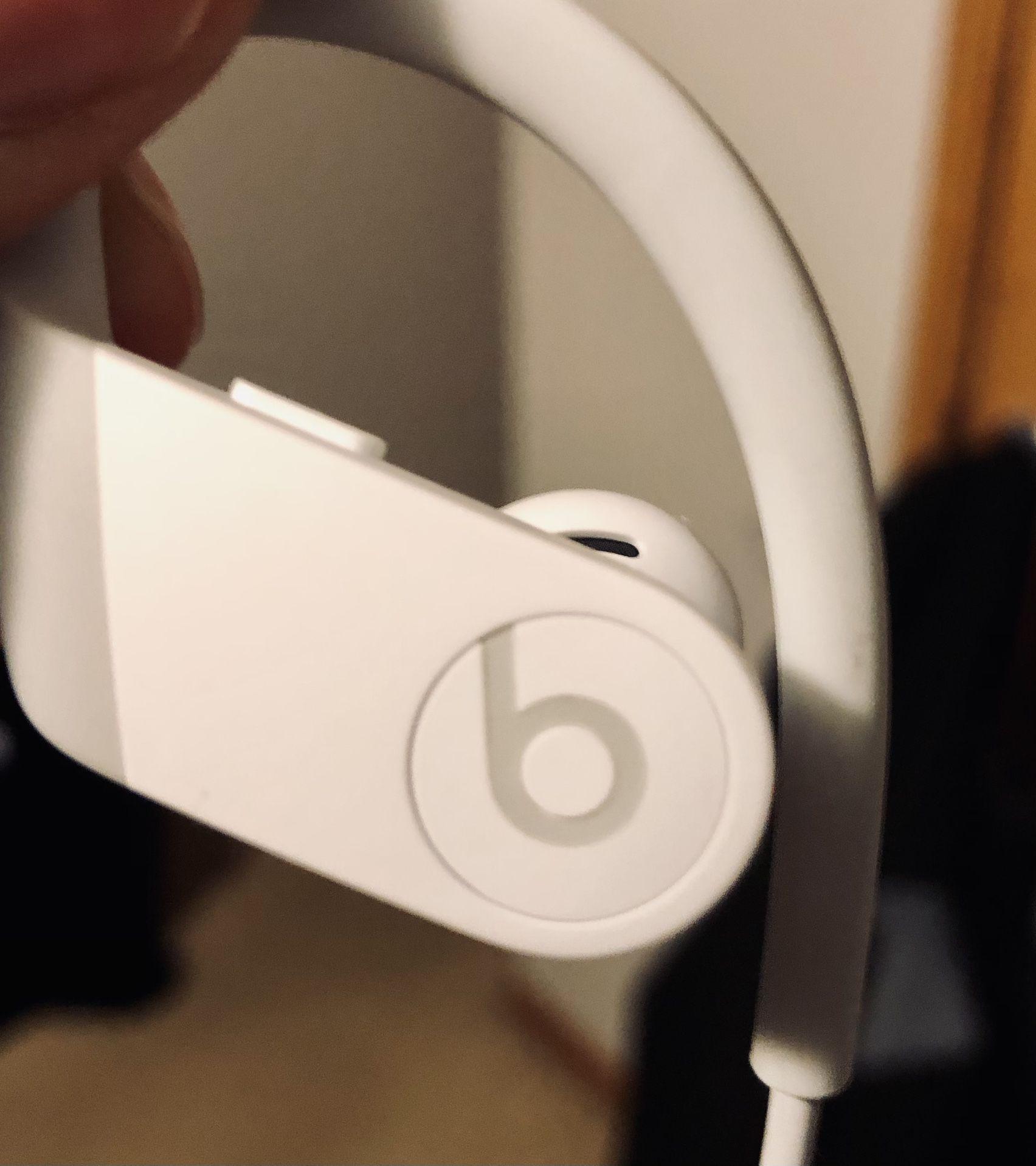 Apple Beats Powerbeats High-performance
