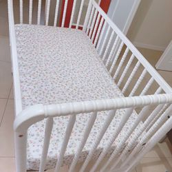 White baby bed Thumbnail