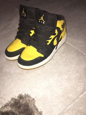 Jordan 1 mid for Sale in Chicago, IL